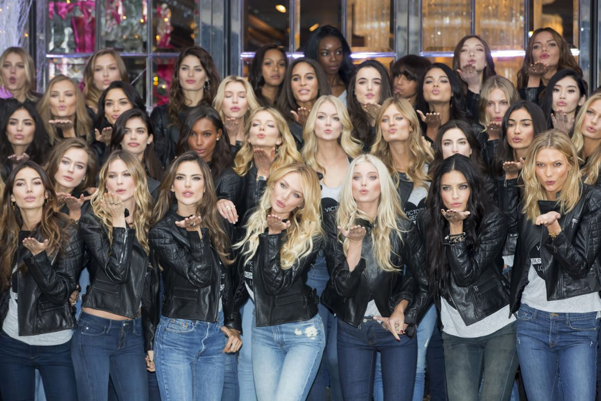 Victoria's Secret New Bond Street Store | Yesterday morning, after an overnight flight, the most beautiful women in the world have gone to meet their fans in the shop of the brand on Bond Street in the heart of London. victoria's secret new bond street store Victoria's Secret New Bond Street Store [with Video] victoriasecret0112b