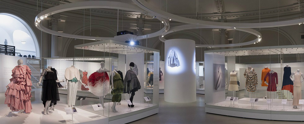 12 Fashion Museum Exhibits That You Must Visit This Summer ➤ To see more news about the Interior Design Shops in the world visit us at www.interiordesignshop.net/ #interiordesign #homedecor #interiordesignshop #shopping @interiordesignshop @bocadolobo @delightfulll @brabbu @essentialhomeeu @circudesign @mvalentinabath @luxxu @covethouse_ fashion museum exhibits 12 Fashion Museum Exhibits That You Must Visit This Summer featshops